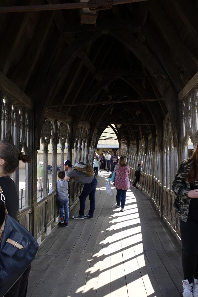 Satu-satunya bagian dari Hogwarts Bridge yang beneran dibangun untuk shooting