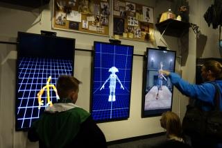 Dobby The House Elf bisa bergerak karena hasil kerjasama Creatures Effects dan Visual Effects Department